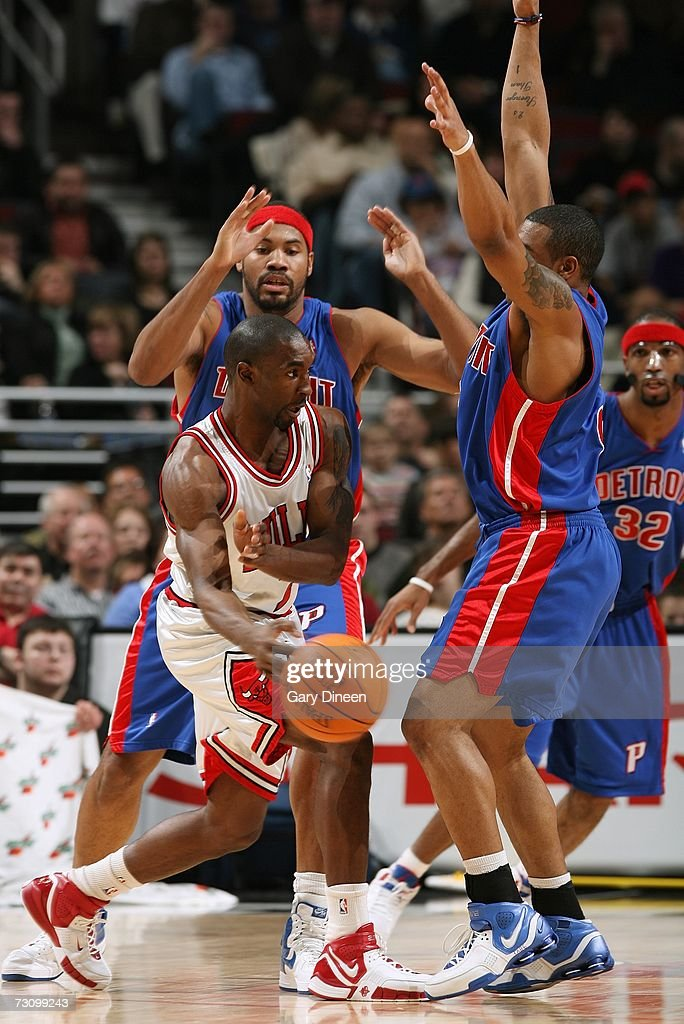 Ben Gordon #7 of the Chicago Bulls passes against the Detroit Pistons during the game at the United Center on January 6, 2007 in Chicago, Illinois. The Bulls won 106-89.