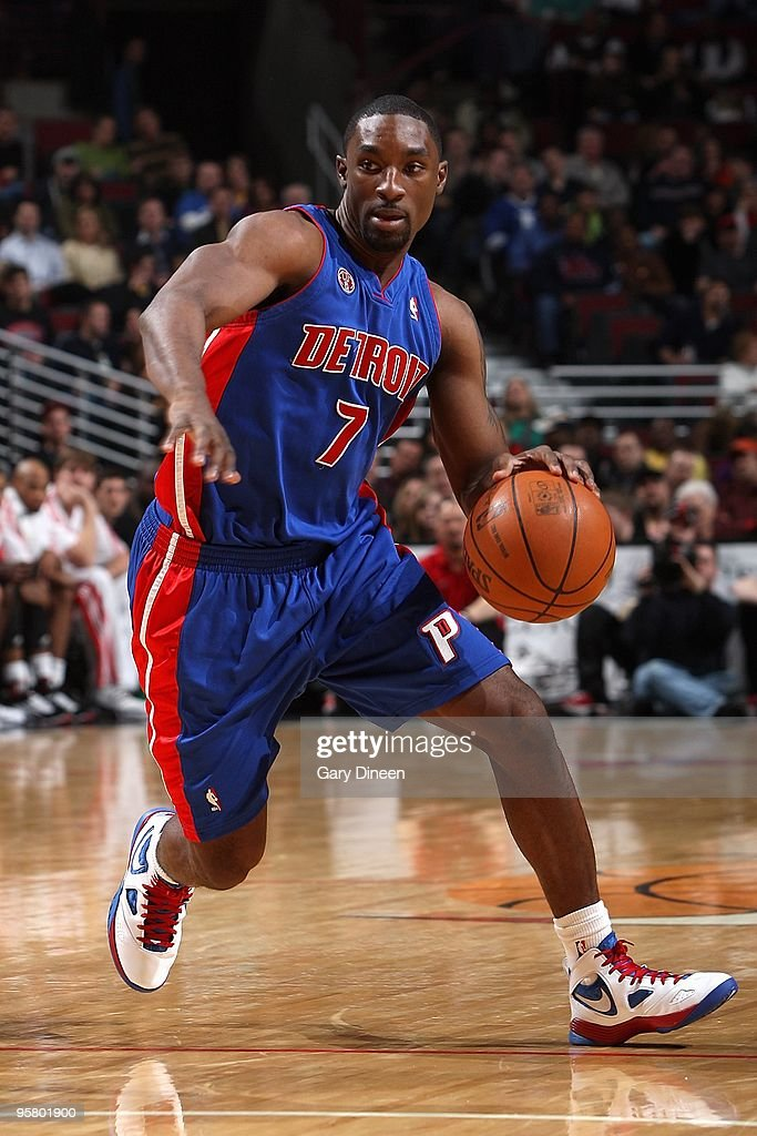 Ben Gordon of the Detroit Pistons drives against the Chicago Bulls during the game on January 11 2010 at the United Center in Chicago Illinois The...