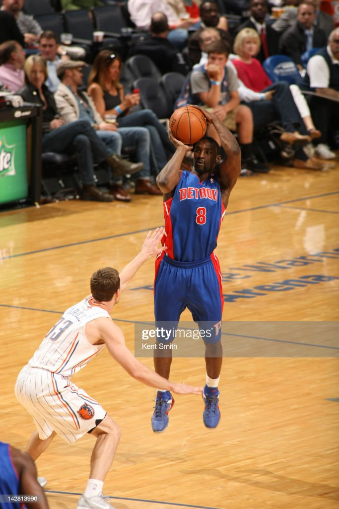 <a gi-track='captionPersonalityLinkClicked' href=/galleries/search?phrase=Ben+Gordon&family=editorial&specificpeople=202181 ng-click='$event.stopPropagation()'>Ben Gordon</a> #8 of the Detroit Pistons shoots against <a gi-track='captionPersonalityLinkClicked' href=/galleries/search?phrase=Matt+Carroll+-+Joueur+de+basketball&family=editorial&specificpeople=213200 ng-click='$event.stopPropagation()'>Matt Carroll</a> #33 of the Charlotte Bobcats at the Time Warner Cable Arena on April 12, 2012 in Charlotte, North Carolina.