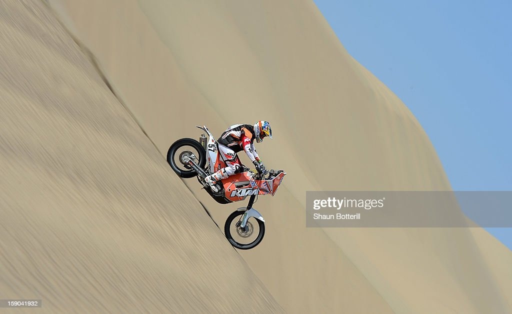 Ben Grabham of team HSE KTM Australia competes during the stage from Pisco to Pisco on day two of the 2013 Dakar Rally on January 6, 2013 in Pisco, Peru.