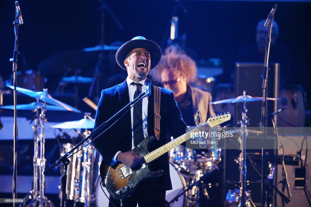 <a gi-track='captionPersonalityLinkClicked' href=/galleries/search?phrase=Ben+Harper&family=editorial&specificpeople=206209 ng-click='$event.stopPropagation()'>Ben Harper</a> performs onstage during the 56th GRAMMY Awards held at Staples Center on January 26, 2014 in Los Angeles, California.