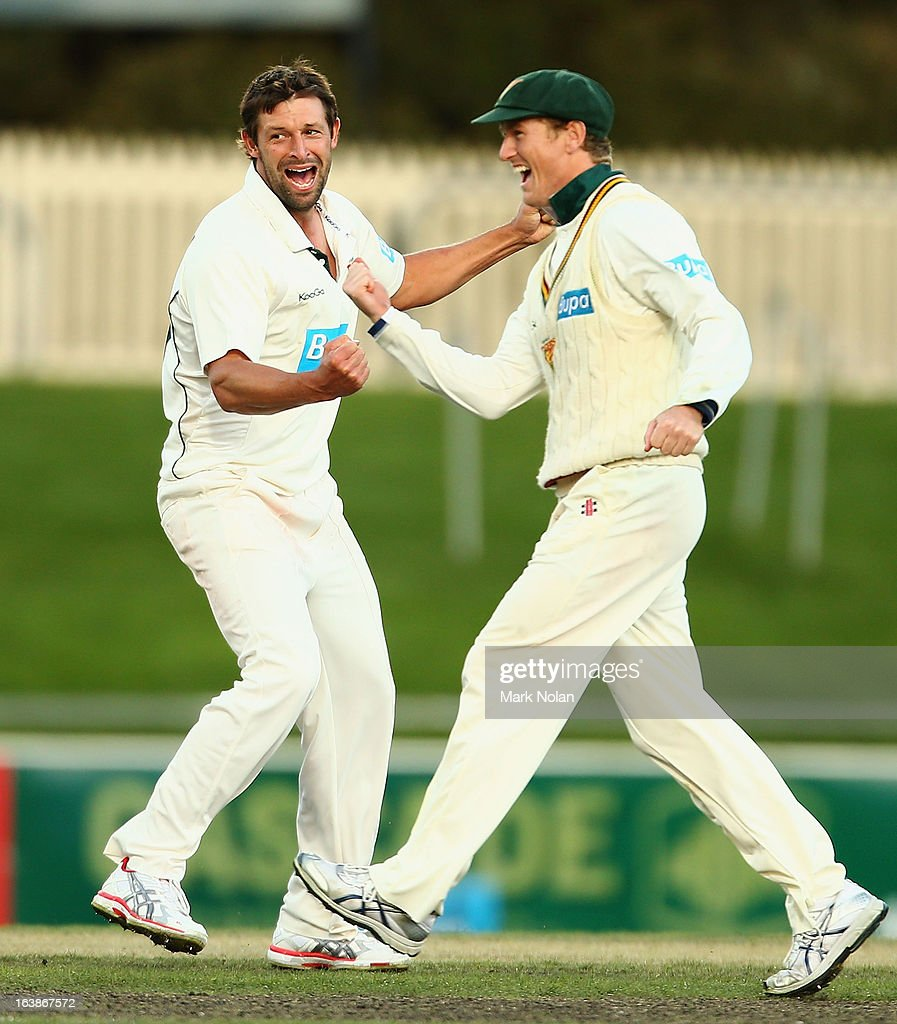 <a gi-track='captionPersonalityLinkClicked' href=/galleries/search?phrase=Ben+Hilfenhaus&family=editorial&specificpeople=762747 ng-click='$event.stopPropagation()'>Ben Hilfenhaus</a> and George Bailey of the Tigers celebrate winning during day four of the Sheffield Shield match between the Tasmania Tigers and the Victoria Bushrangers at Blundstone Arena on March 17, 2013 in Hobart, Australia.