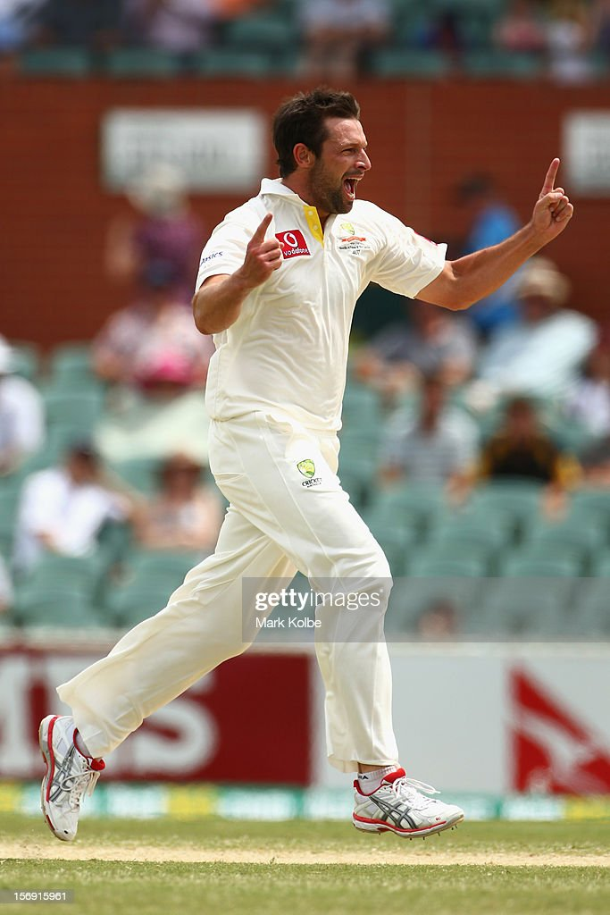 <a gi-track='captionPersonalityLinkClicked' href=/galleries/search?phrase=Ben+Hilfenhaus&family=editorial&specificpeople=762747 ng-click='$event.stopPropagation()'>Ben Hilfenhaus</a> of Australia celebrates taking the wicket of Graeme Smith of South Africa during day four of the Second Test Match between Australia and South Africa at Adelaide Oval on November 25, 2012 in Adelaide, Australia.