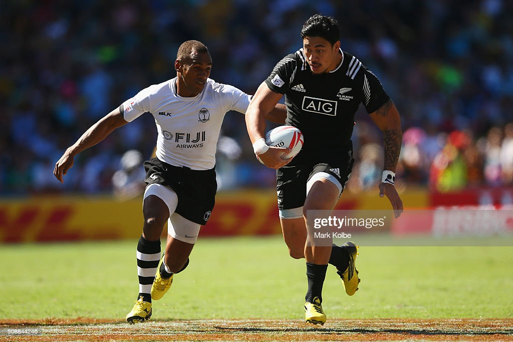 Ben Lam of New Zealand breaks away during the 2016 Sydney Sevens cup semi final match between New Zealand and Fiji at Allianz Stadium on February 7...