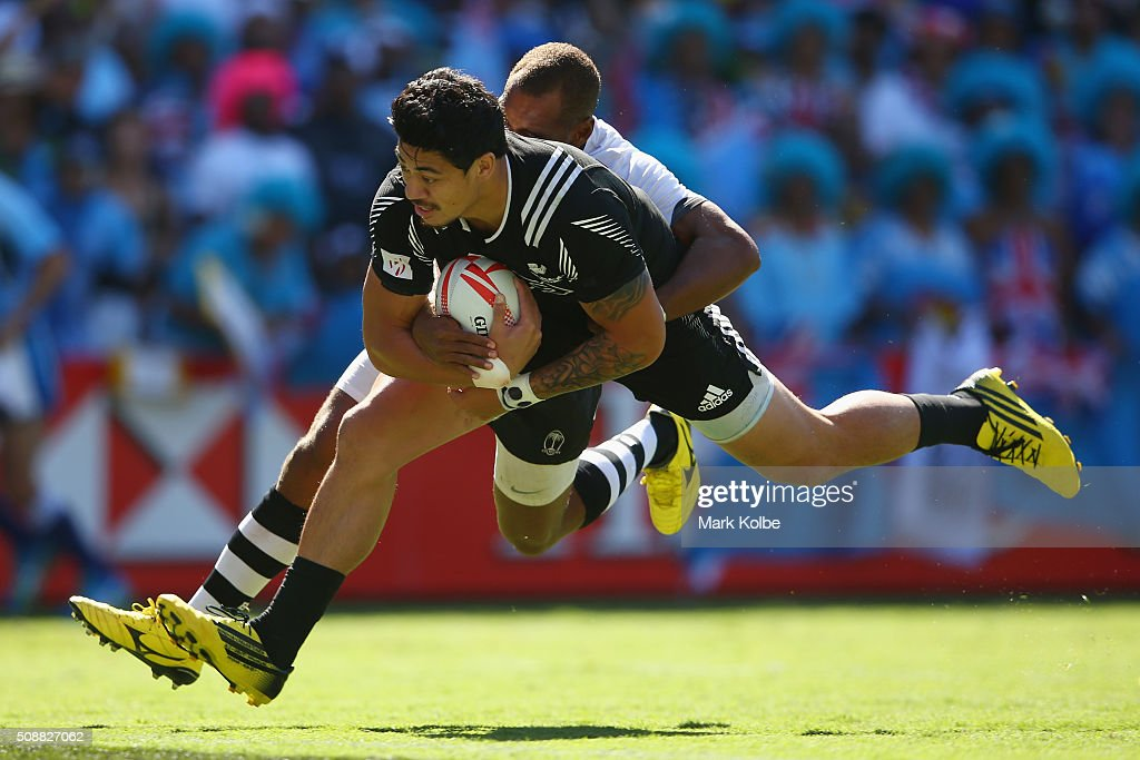 <a gi-track='captionPersonalityLinkClicked' href=/galleries/search?phrase=Ben+Lam&family=editorial&specificpeople=8776802 ng-click='$event.stopPropagation()'>Ben Lam</a> of New Zealand scores a try during the 2016 Sydney Sevens cup semi final match between New Zealand and Fiji at Allianz Stadium on February 7, 2016 in Sydney, Australia.