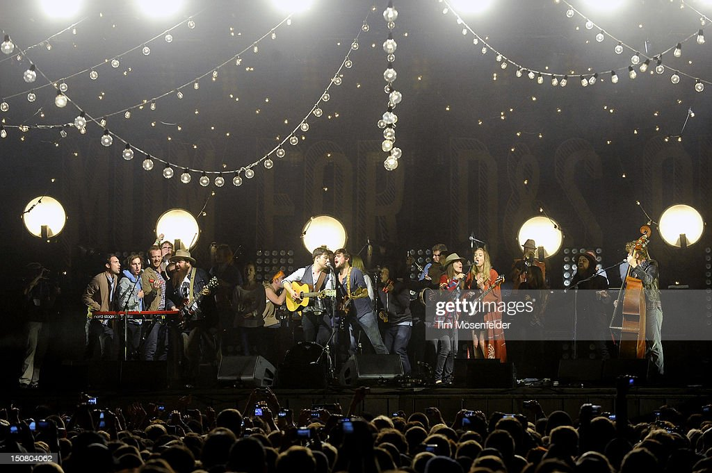 Ben Lovett Marcus Mumford Winston Marshall and Ted Dwane of Mumford Sons perform the Finale with Guests at the Gentlemen of the Road Stopover at the...