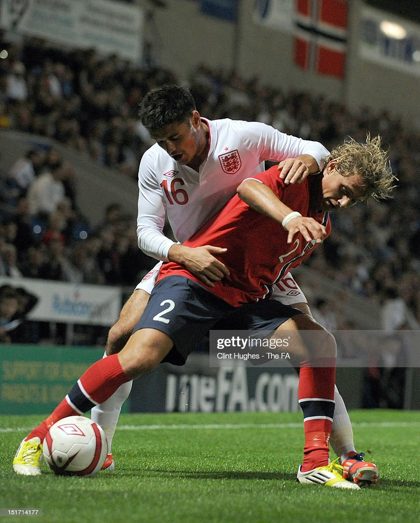 Ben Marshall (L) of England and Vega Hedenstad of Norway compete for the ball during the UEFA Under 21 Championship match between England and Norway at the B2NET Stadium on September 10, 2012 in Chesterfield, England