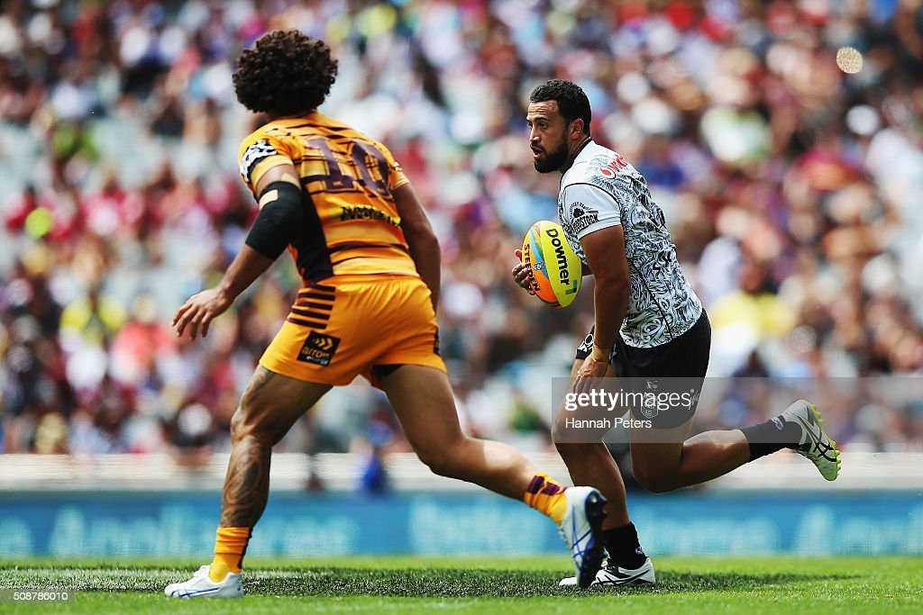 Ben Matulino of the Warriors charges forward during the 2016 Auckland Nines match between the New Zealand Warriors and the Brisbane Broncos at Eden Park on February 7, 2016 in Auckland, New Zealand.