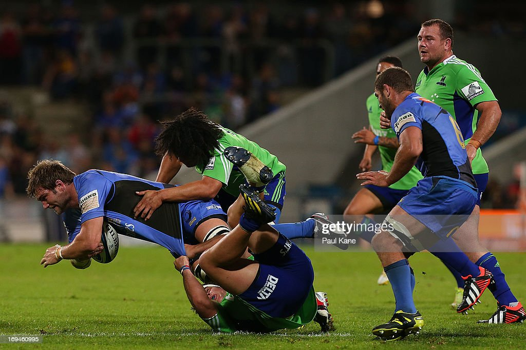 Ben McCalman of the Force gets tackled by John Hardy and TJ Ioane of the Highlanders during the round 15 Super Rugby match between the Western Force and the Highlanders at nib Stadium on May 25, 2013 in Perth, Australia.