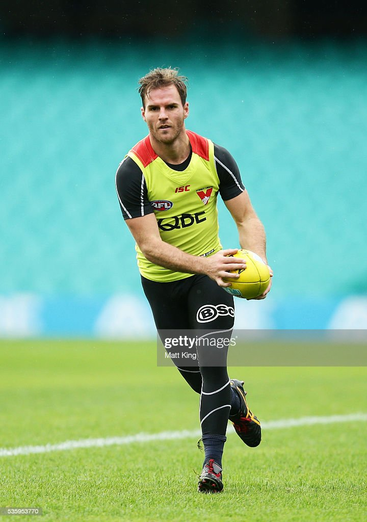 Ben McGlynn of the Swans looks upfield during a Sydney Swans AFL training session at Sydney Cricket Ground on May 31, 2016 in Sydney, Australia.