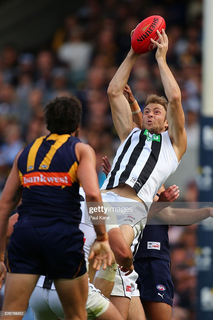 Ben Reid of the Magpies marks the ball during the round six AFL match between the West Coast Eagles and the Collingwood Magpies at Domain Stadium on May 1, 2016 in Perth, Australia.