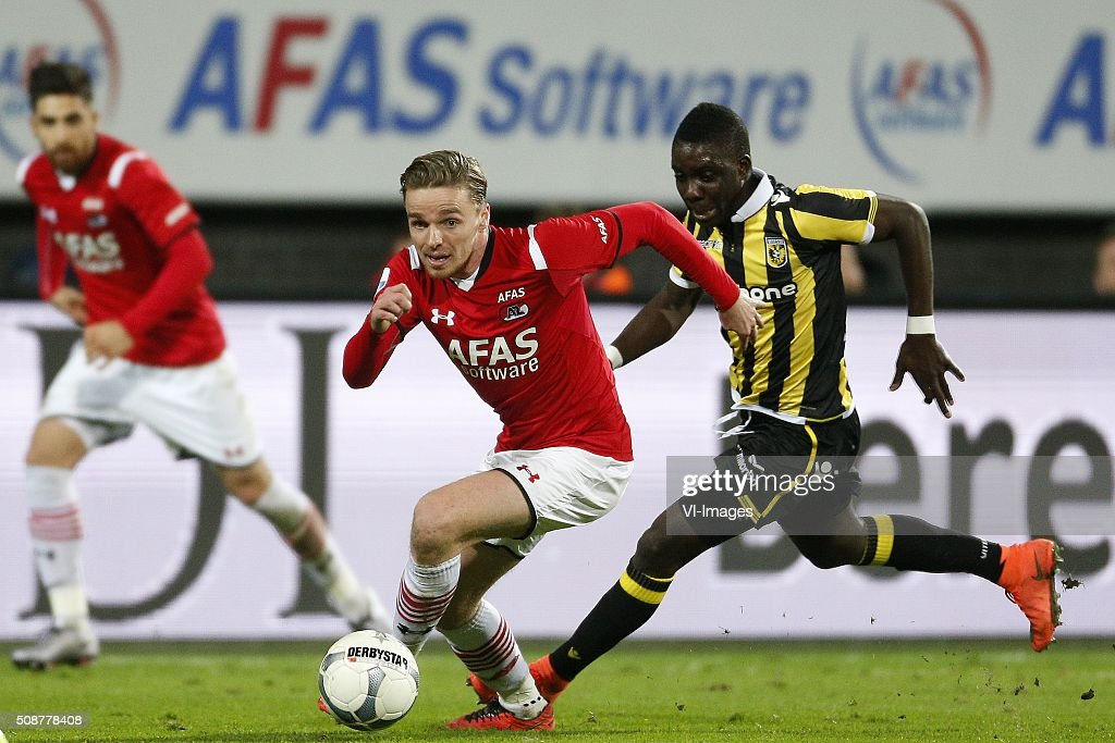 , Ben Rienstra of AZ Alkmaar, Marvelous Nakamba of Vitesse during the Dutch Eredivisie match between AZ Alkmaar and Vitesse Arnhem at AFAS stadium on February 06, 2016 in Alkmaar, The Netherlands