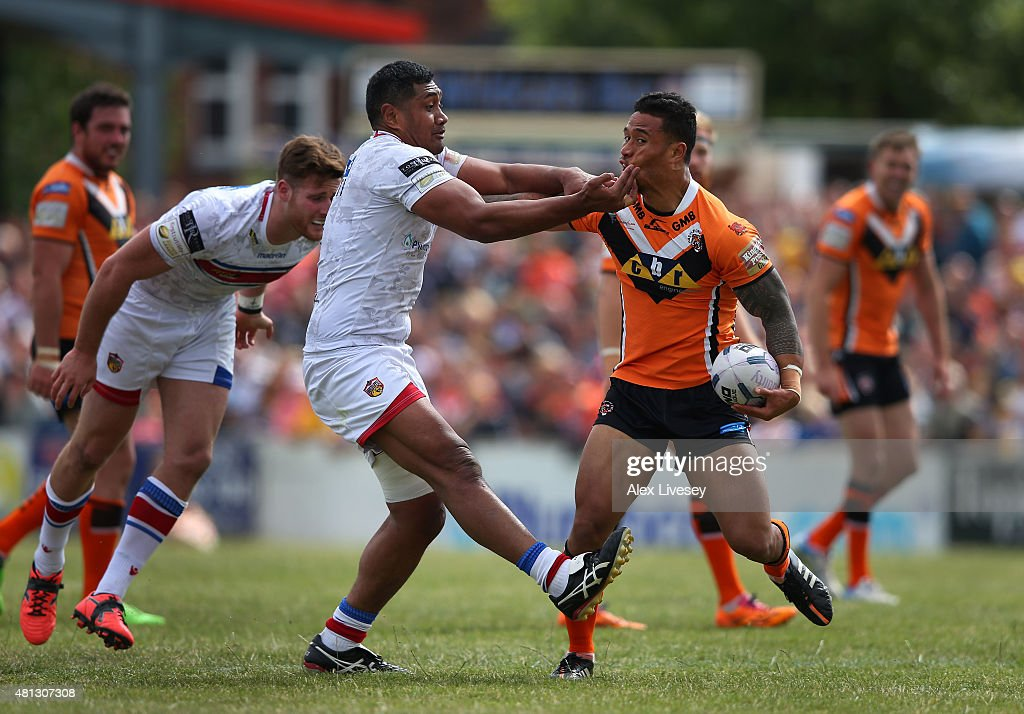 Ben Roberts of Castleford Tigers is tackled by Ali Lauitiiti of Wakefield Trinity Wildcats during the First Utility Super League match between...
