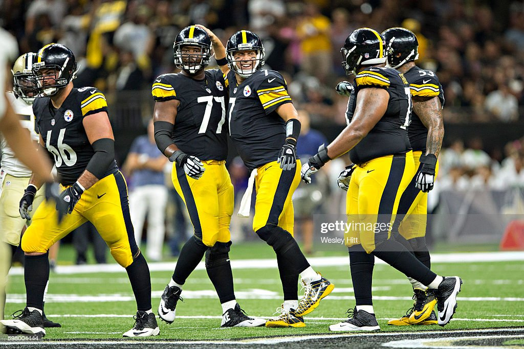 Ben Roethlisberger Maurkice Pouncey David DeCastro Marcus Gilbert and Ramon Foster of the Pittsburgh Steelers looks over the defense of the New...