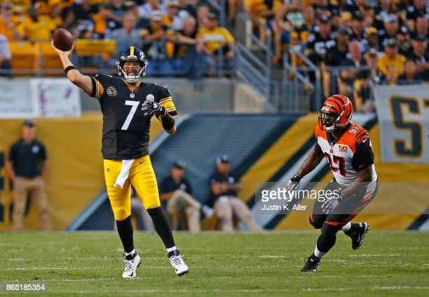 Ben Roethlisberger of the Pittsburgh Steelers attempts a pass under pressure from Geno Atkins of the Cincinnati Bengals in the second quarter during...