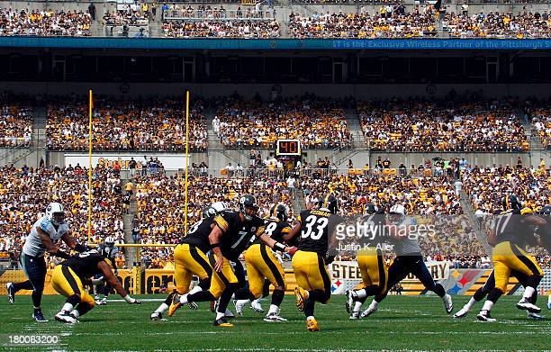 Ben Roethlisberger of the Pittsburgh Steelers hands off to Isaac Redman in the first half against the Tennessee Titans during the game on September 8...