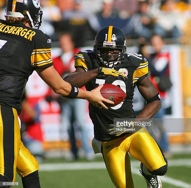 Ben Roethlisberger of the Pittsburgh Steelers hands off to Santonio Holmes on an end around play against the Minnesota Vikings at Heinz Fielddies to...