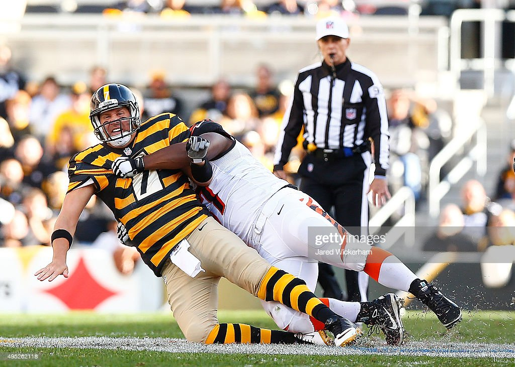 Ben Roethlisberger #7 of the Pittsburgh Steelers is sacked by Michael Johnson #90 of the Cincinnati Bengals during the 2nd quarter of the game at Heinz Field on November 1, 2015 in Pittsburgh, Pennsylvania.