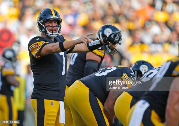 Ben Roethlisberger of the Pittsburgh Steelers lines up under center in the first quarter during the game against the Cincinnati Bengals at Heinz...