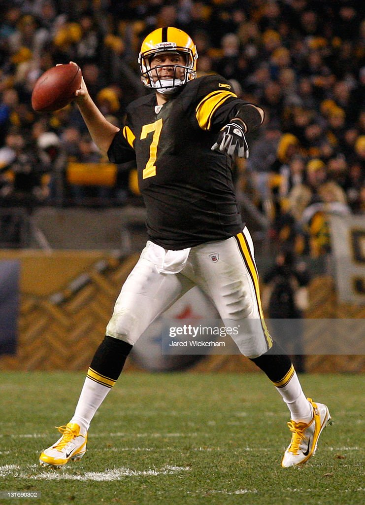 <a gi-track='captionPersonalityLinkClicked' href=/galleries/search?phrase=Ben+Roethlisberger&family=editorial&specificpeople=201605 ng-click='$event.stopPropagation()'>Ben Roethlisberger</a> #7 of the Pittsburgh Steelers throws a touchdown pass to teammate Mike Wallace #17 against the Baltimore Ravens during the game on November 6, 2011 at Heinz Field in Pittsburgh, Pennsylvania.