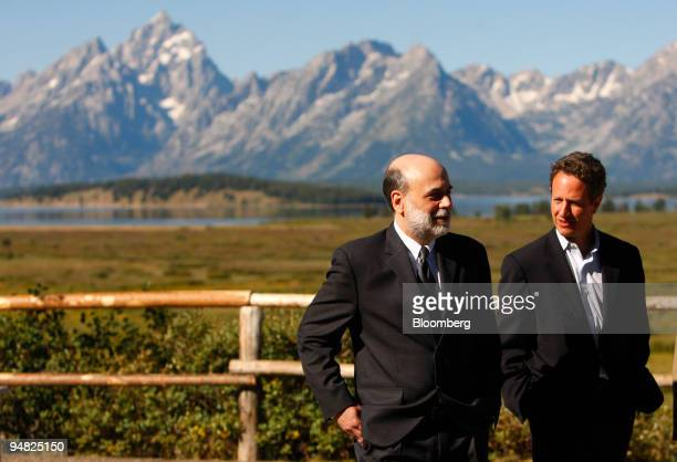 Ben S Bernanke chairman of the US Federal Reserve left walks with Timothy Geithner president of the Federal Reserve Bank of New York during a break...
