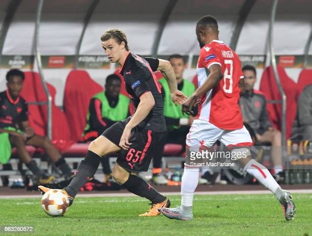 Ben Sheaf of Arsenal takes on Guelor Kanga of Red Star during the UEFA Europa League group H match between Crvena Zvezda and Arsenal FC at Rajko...
