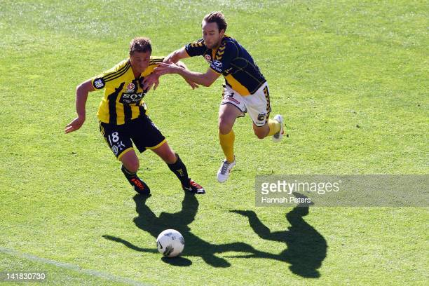 Ben Sigmund of the Phoenix competes with Joshua Rose of the Mariners during the round 25 ALeague match between the Wellington Phoenix and the Central...