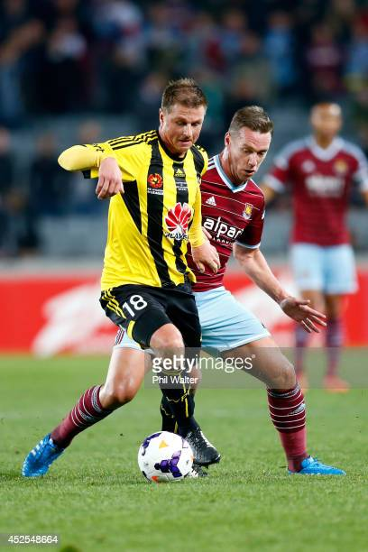 Ben Sigmund of the Phoenix is put under pressure from Kevin Nolan of West Ham during the Football United New Zealand Tour match between the...