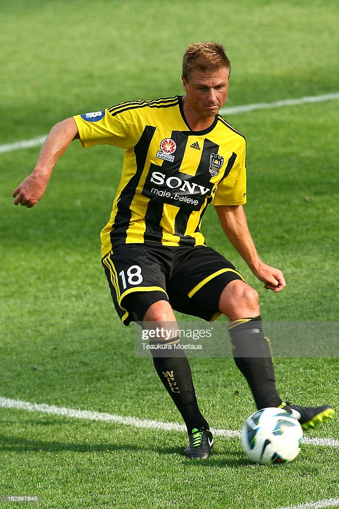 Ben Sigmund of the Wellington Phoenix looks to passl during the round 23 A-League match between the Wellington Phoenix and the Melbourne Heart at Forsyth Barr Stadium on March 3, 2013 in Dunedin, New Zealand.