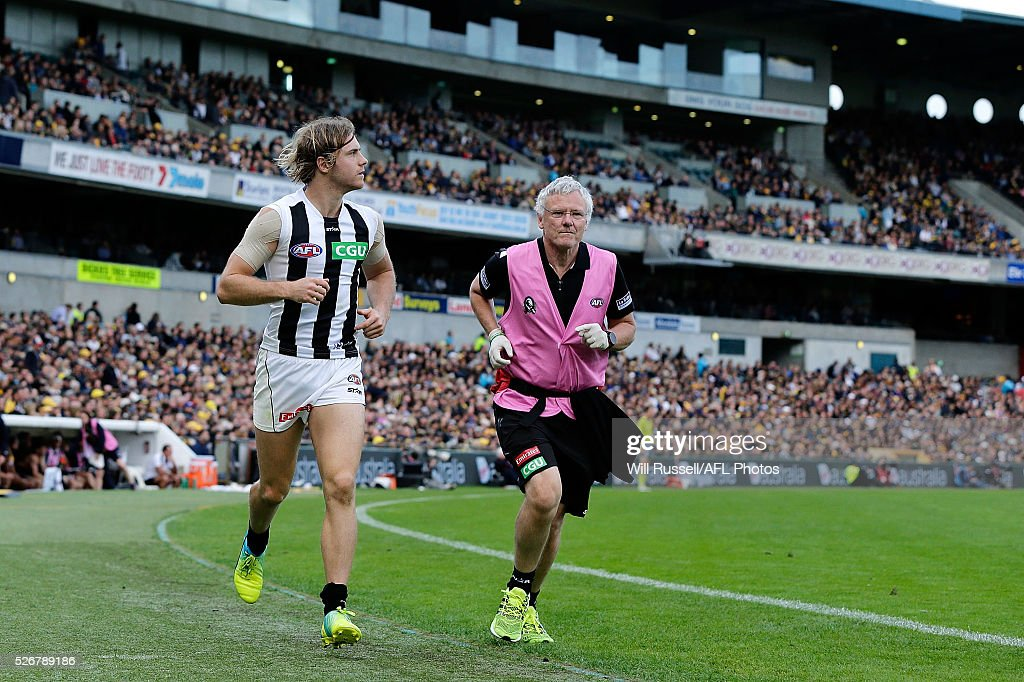 Ben Sinclair of the Magpies leaves the ground for a concussion test during the round six AFL match between the West Coast Eagles and the Collingwood Magpies at Domain Stadium on May 1, 2016 in Perth, Australia.
