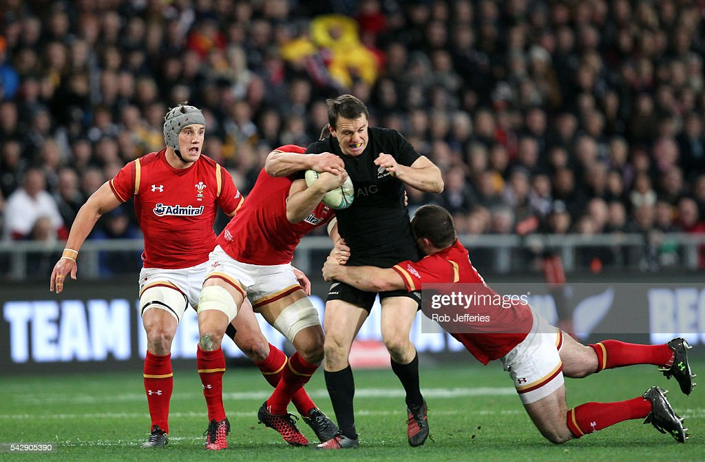 <a gi-track='captionPersonalityLinkClicked' href=/galleries/search?phrase=Ben+Smith+-+Rugby+Union+Player&family=editorial&specificpeople=11650283 ng-click='$event.stopPropagation()'>Ben Smith</a> of New Zealand looks to bust the Wales defence during the International Test match between the New Zealand All Blacks and Wales at Forsyth Barr Stadium on June 25, 2016 in Dunedin, New Zealand.