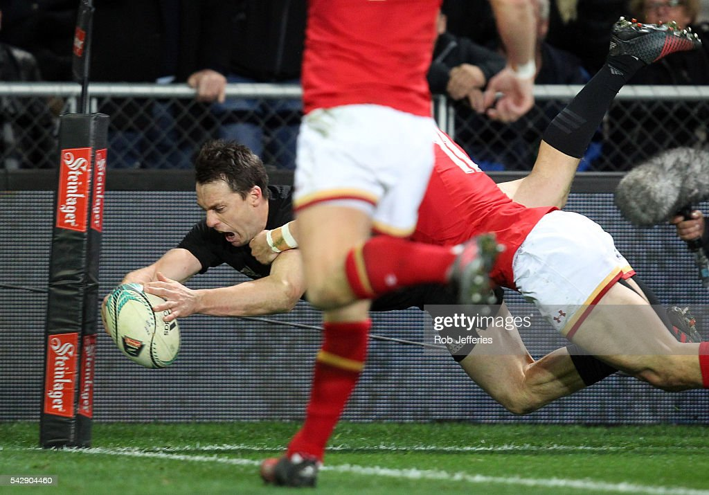 <a gi-track='captionPersonalityLinkClicked' href=/galleries/search?phrase=Ben+Smith+-+Rugby+Union+Player&family=editorial&specificpeople=11650283 ng-click='$event.stopPropagation()'>Ben Smith</a> of New Zealand scores a try during the International Test match between the New Zealand All Blacks and Wales at Forsyth Barr Stadium on June 25, 2016 in Dunedin, New Zealand.