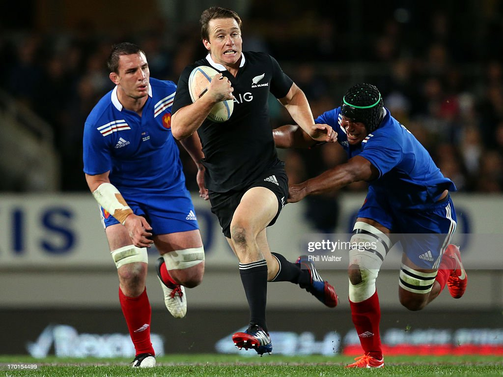 Ben Smith of the All Blacks breaks the tackle of <a gi-track='captionPersonalityLinkClicked' href=/galleries/search?phrase=Thierry+Dusautoir&family=editorial&specificpeople=544025 ng-click='$event.stopPropagation()'>Thierry Dusautoir</a> of France during the first test match between the New Zealand All Blacks and France at Eden Park on June 8, 2013 in Auckland, New Zealand.