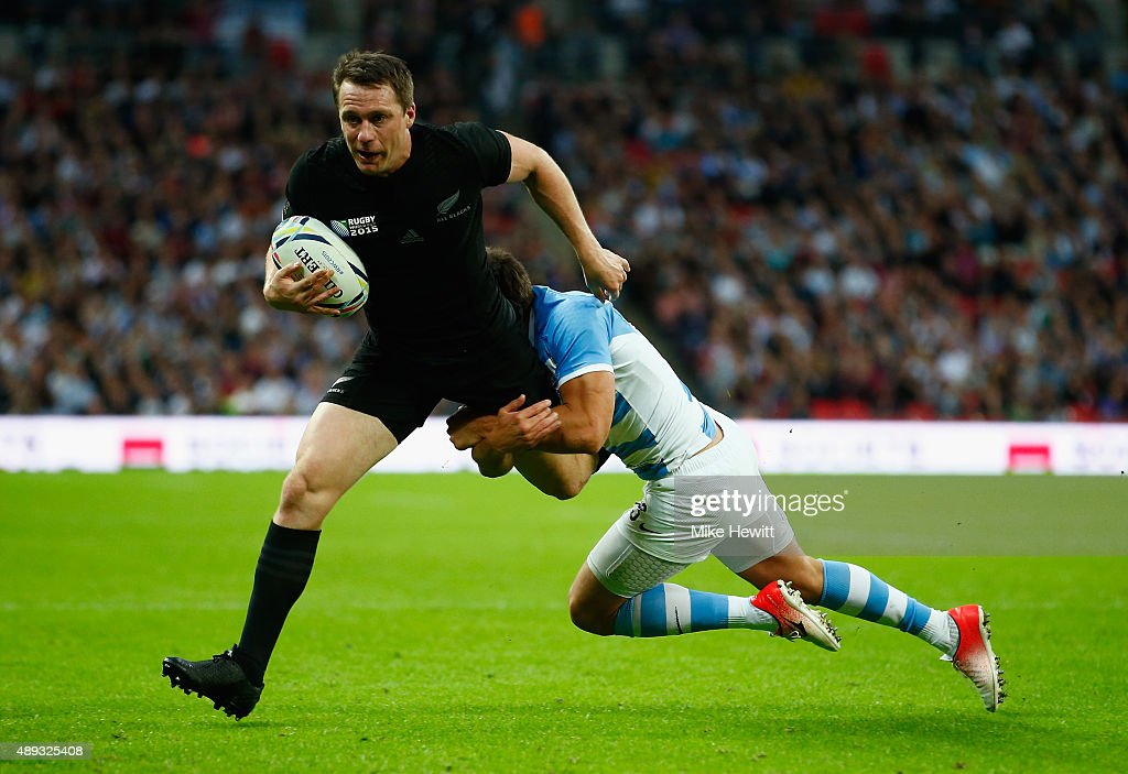 <a gi-track='captionPersonalityLinkClicked' href=/galleries/search?phrase=Ben+Smith+-+Rugby+Union+Player&family=editorial&specificpeople=11650283 ng-click='$event.stopPropagation()'>Ben Smith</a> of the New Zealand All Blacks is tackled by Lucas Gonzalez Amorosino of Argentina during the 2015 Rugby World Cup Pool C match between New Zealand and Argentina at Wembley Stadium on September 20, 2015 in London, United Kingdom.