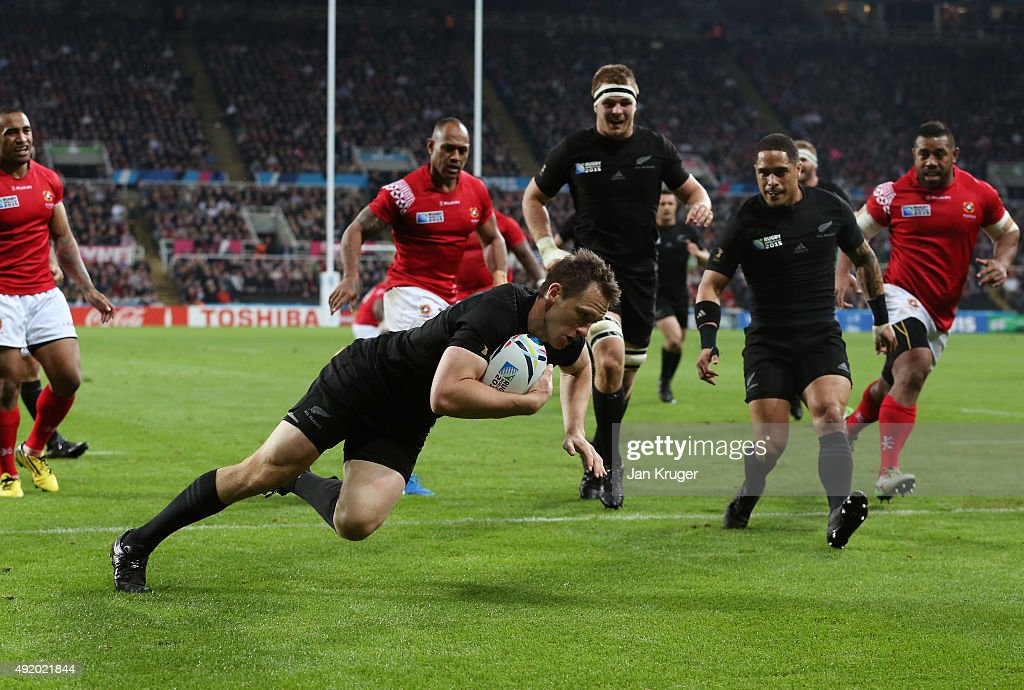 <a gi-track='captionPersonalityLinkClicked' href=/galleries/search?phrase=Ben+Smith+-+Rugby+Union+Player&family=editorial&specificpeople=11650283 ng-click='$event.stopPropagation()'>Ben Smith</a> of the New Zealand All Blacks scores the first try during the 2015 Rugby World Cup Pool C match between New Zealand and Tonga at St James' Park on October 9, 2015 in Newcastle upon Tyne, United Kingdom.