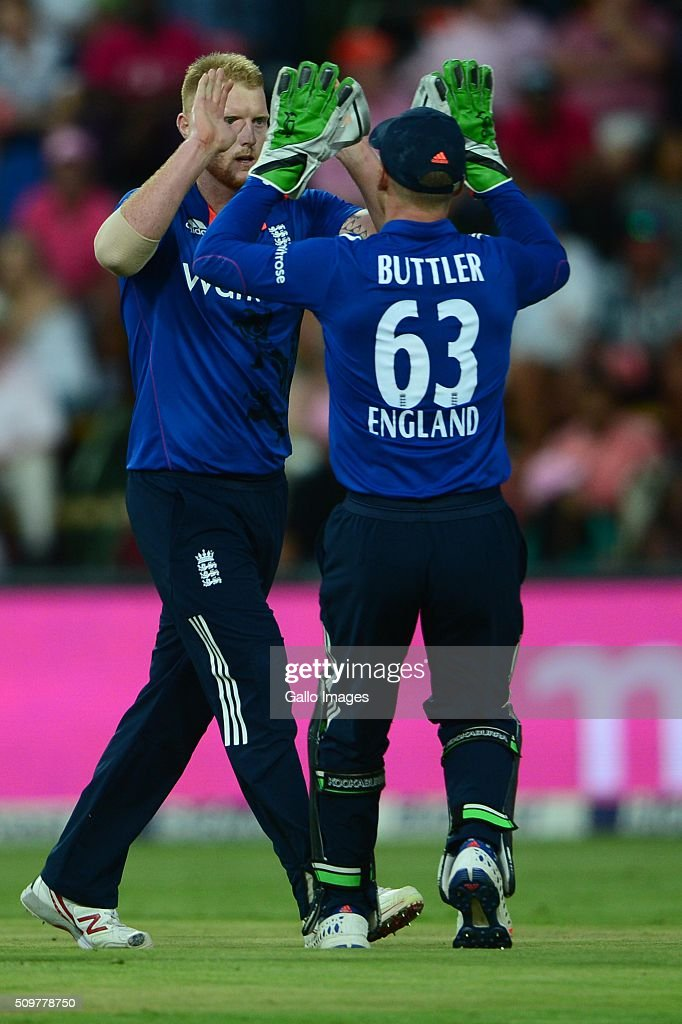 <a gi-track='captionPersonalityLinkClicked' href=/galleries/search?phrase=Ben+Stokes&family=editorial&specificpeople=6688979 ng-click='$event.stopPropagation()'>Ben Stokes</a> and <a gi-track='captionPersonalityLinkClicked' href=/galleries/search?phrase=Jos+Buttler&family=editorial&specificpeople=5788479 ng-click='$event.stopPropagation()'>Jos Buttler</a> of England celebrate the wicket of Quinton de Kock of the Proteas during the 4th Momentum ODI between South Africa and England at Bidvest Wanderers Stadium on February 12, 2016 in Johannesburg, South Africa.
