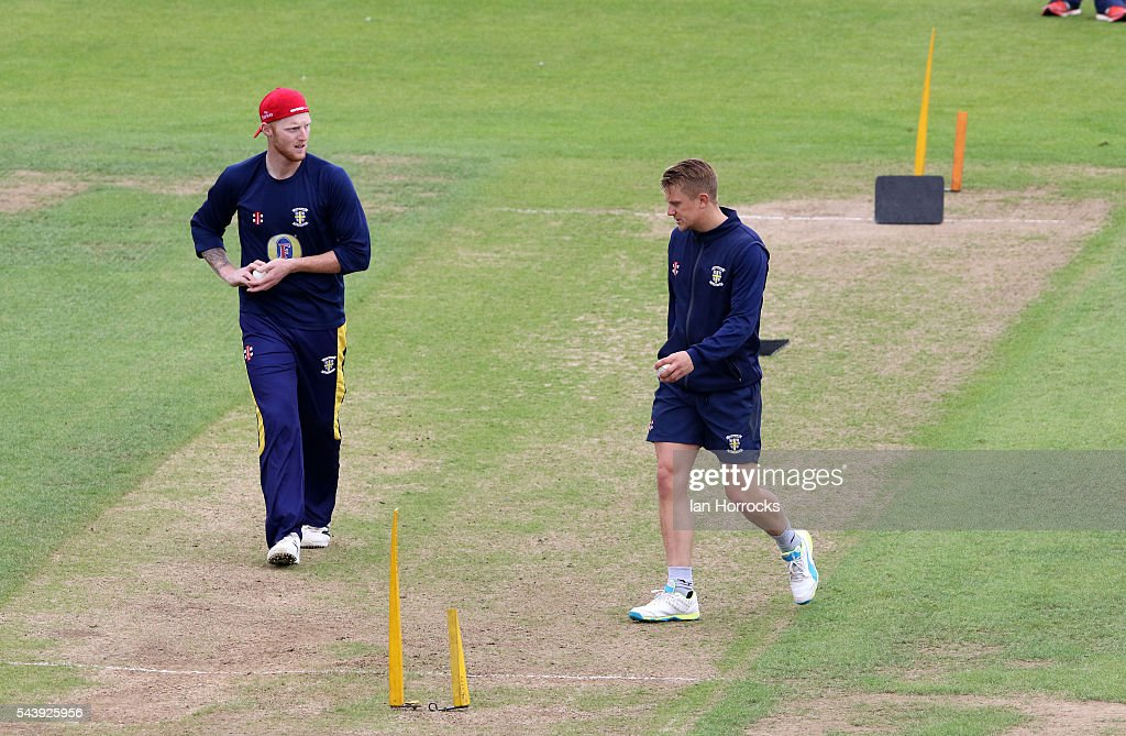 <a gi-track='captionPersonalityLinkClicked' href=/galleries/search?phrase=Ben+Stokes&family=editorial&specificpeople=6688979 ng-click='$event.stopPropagation()'>Ben Stokes</a> of Durham (L) chats with team-mate <a gi-track='captionPersonalityLinkClicked' href=/galleries/search?phrase=Scott+Borthwick&family=editorial&specificpeople=5644012 ng-click='$event.stopPropagation()'>Scott Borthwick</a> (R) whilst warming up during the NatWest T20 Blast game between Durham Jets and Worcestershire Rapids at Emirates Durham ICG on June 30, 2016 in Chester-le-Street, England.