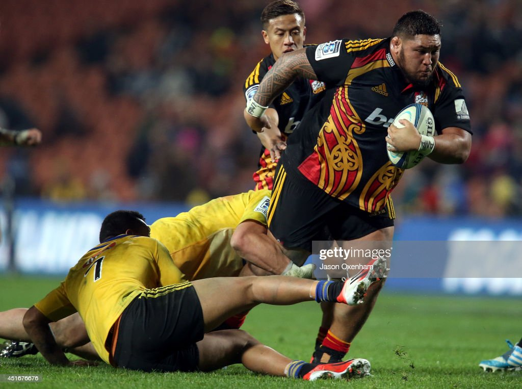 <a gi-track='captionPersonalityLinkClicked' href=/galleries/search?phrase=Ben+Tameifuna&family=editorial&specificpeople=7864509 ng-click='$event.stopPropagation()'>Ben Tameifuna</a> of the Chiefs steps out the tackles of Ardie Savea (L) and Jeffery Toomaga-Allen of the Hurricanes during the round 18 Super Rugby match between the Chiefs and the Hurricanes at Waikato Stadium on July 4, 2014 in Hamilton, New Zealand.