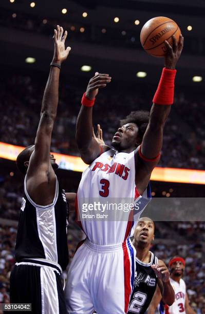Ben Wallace of the Detroit Pistons shoots a jump shot in the first quarter over Nazr Mohammed of the San Antonio Spurs in Game five of the 2005 NBA...