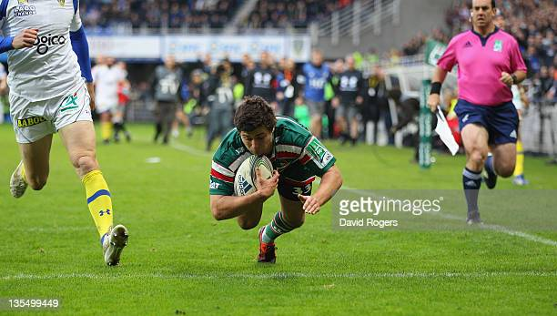Ben Youngs of Leicester dives to score a try during the Heineken Cup match between ASM Clermont Auvergne and Leicester Tigers at Stade Marcel...