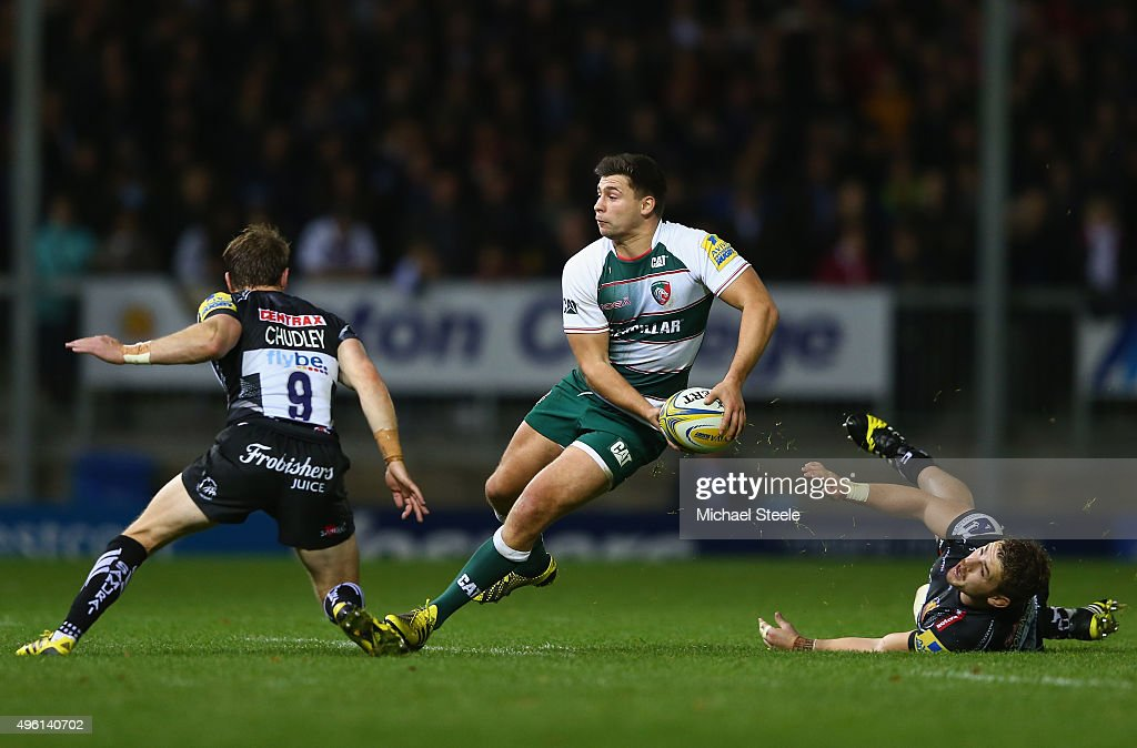 Ben Youngs (C) of Leicester Tigers looks to offload as Will Chudley (L) and Luke Cowan-Dickie (R) of Exeter Chiefs close in during the Aviva Premiership match between Exeter Chiefs and Leicester Tigers at Sandy Park on November 7, 2015 in Exeter, England.