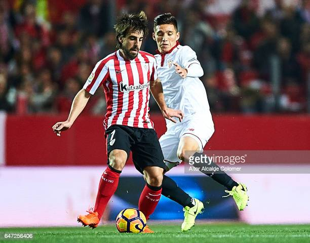 Benat Etxebarria of Athletic Club being followed by Matias Kranevitter of Sevilla FC during the La Liga match between Sevilla FC and Athletic Club de...