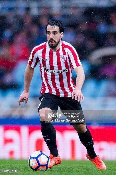 Benat Etxebarria of Athletic Club Bilbao controls the ball during the La Liga match between Real Sociedad de Futbol and Athletic Club Bilbao at...