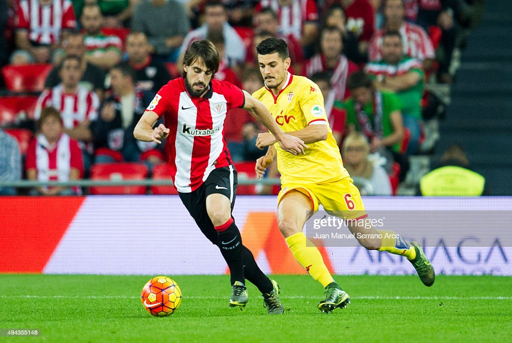 <a gi-track='captionPersonalityLinkClicked' href=/galleries/search?phrase=Benat+Etxebarria&family=editorial&specificpeople=8282511 ng-click='$event.stopPropagation()'>Benat Etxebarria</a> of Athletic Club duels for the ball with Sergio Alvarez of Real Sporting de Gijon during the La Liga match between Athletic Club and Real Sporting de Gijon at San Mames Stadium on October 26, 2015 in Bilbao, Spain.
