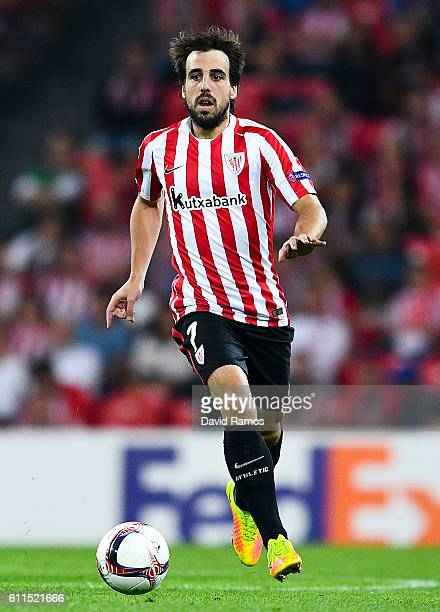 Benat Etxebarria of Athletic Club runs with the ball during the UEFA Europa League Group F match between Athletic Club and SK Rapid Wien at San Mames...
