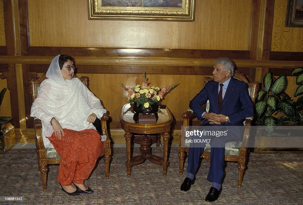 <a gi-track='captionPersonalityLinkClicked' href=/galleries/search?phrase=Benazir+Bhutto&family=editorial&specificpeople=202012 ng-click='$event.stopPropagation()'>Benazir Bhutto</a> with Algerian President Chadli Bendjedid in Alger, Algerie on July 14th, 1990.