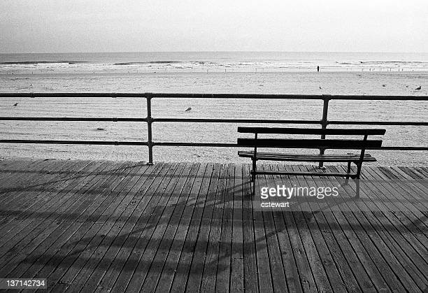 Bank an der Strandpromenade und am Strand, Atlantic City