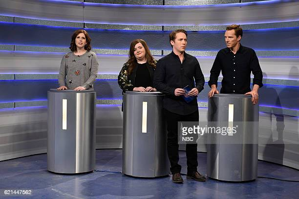 LIVE 'Benedict Cumberbatch' Episode 1709 Pictured Vanessa Bayer Aidy Bryant Beck Bennett and Benedict Cumberbatch during the 'Why is Benedict...