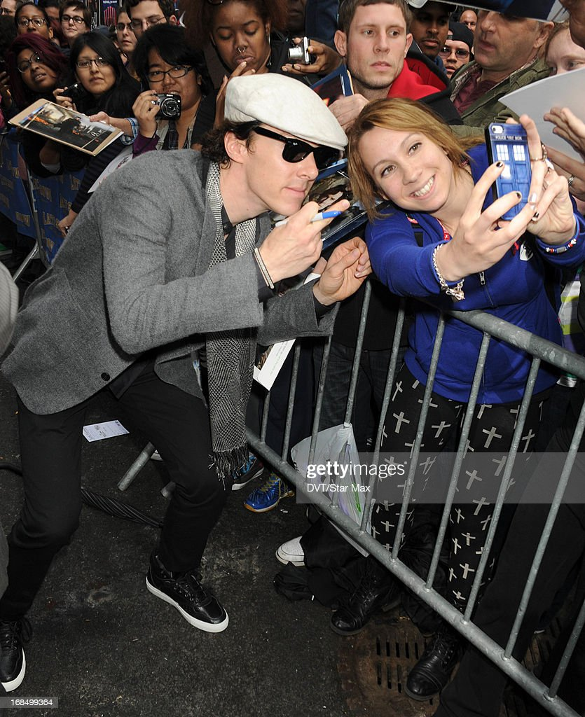 <a gi-track='captionPersonalityLinkClicked' href=/galleries/search?phrase=Benedict+Cumberbatch&family=editorial&specificpeople=2487879 ng-click='$event.stopPropagation()'>Benedict Cumberbatch</a> poses with a fan seen on May 9, 2013 in New York City.