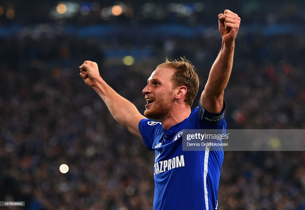 <a gi-track='captionPersonalityLinkClicked' href=/galleries/search?phrase=Benedikt+Hoewedes&family=editorial&specificpeople=3945465 ng-click='$event.stopPropagation()'>Benedikt Hoewedes</a> of Schalke celebrates scoring their third goal during the UEFA Champions League Group G match between FC Schalke 04 and Sporting Clube de Portugal at Veltins Arena on October 21, 2014 in Gelsenkirchen, Germany.